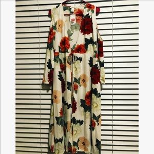 Summer dress with open shoulder sleeves.